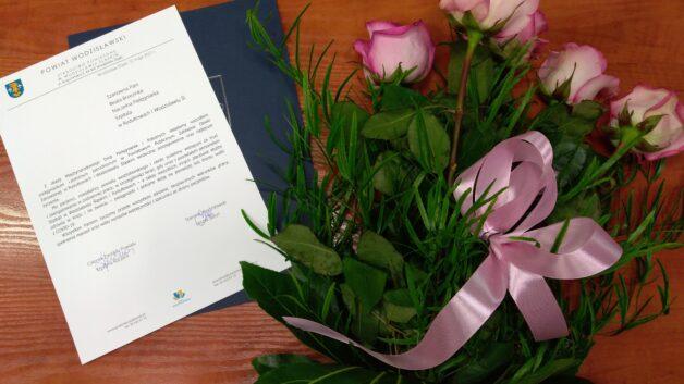 http://zoz.wodzislaw.pl/wp-content/uploads/2021/05/życzenia-i-kwiaty-od-Zarządu-Powiatu-Wodz-dla-pielęgniarek-i-położnych-628x353.jpg