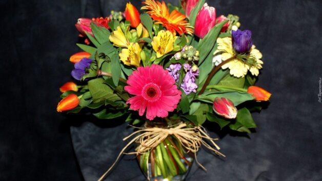http://zoz.wodzislaw.pl/wp-content/uploads/2021/05/193412_kompozycja_bukiet_kwiaty_alstremeria_gerbery_tulipany-628x353.jpg